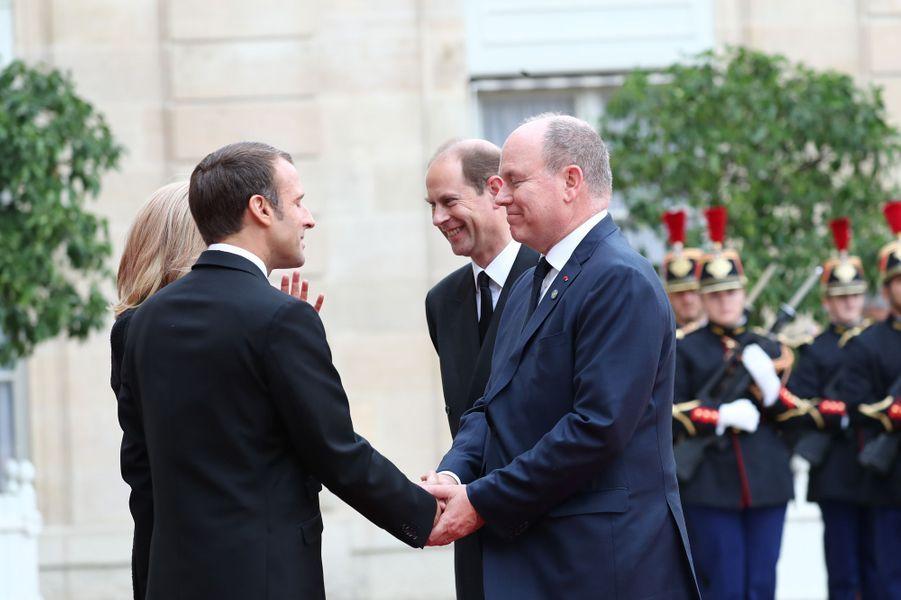 Le prince Albert II de Monaco et le prince Edward d'Angleterre avec Emmanuel et Brigitte Macron au Palais de l'Elysée à Paris, le 30 septembre 2019