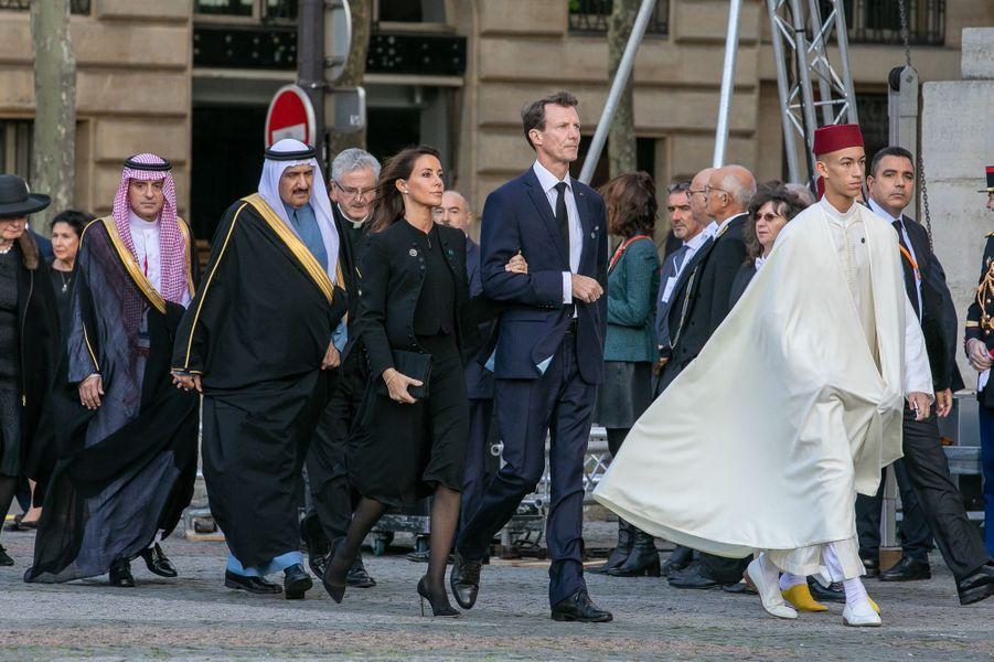 Le prince Moulay El Hassan du Maroc, suivi du prince Joachim et de la princesse Marie de Danemark, aux obsèques de Jacques Chirac à Paris, le 30 septembre 2019