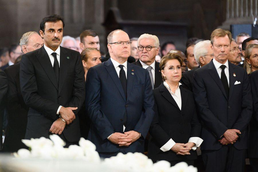 Le cheikh Tamim bin Hamad al-Thani, émir du Qatar, le prince Albert II de Monaco, la grande-duchesse Maria-Teresa et le grand-duc Henri de Luxembourg aux obsèques de Jacques Chirac à Paris, le 30 septembre 2019