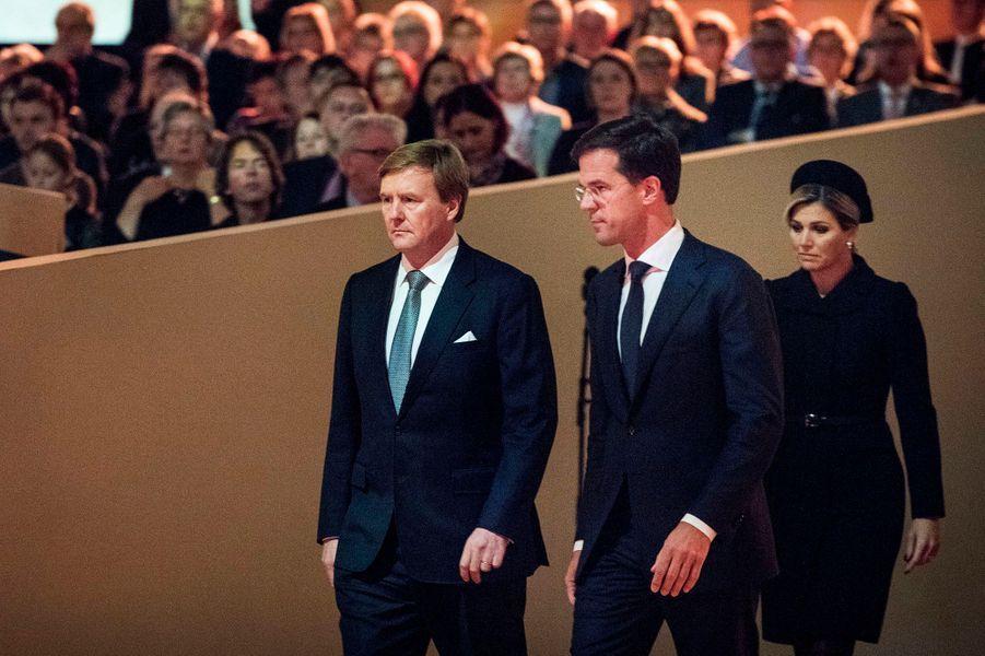 Le roi Willem-Alexander des Pays-Bas et la reine Maxima à la commémoration de la catastrophe du vol MH17 à Amsterdam, le 10 novembre 2014