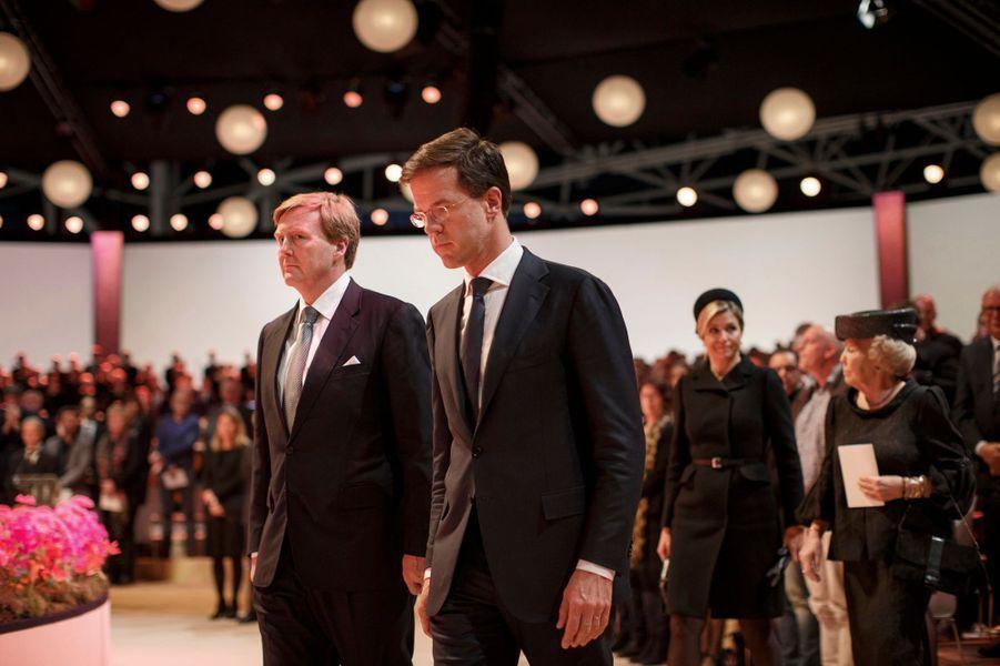 Le roi Willem-Alexander des Pays-Bas, la reine Maxima et la princesse Beatrix à la commémoration de la catastrophe du vol MH17 à Amsterdam, le 10...
