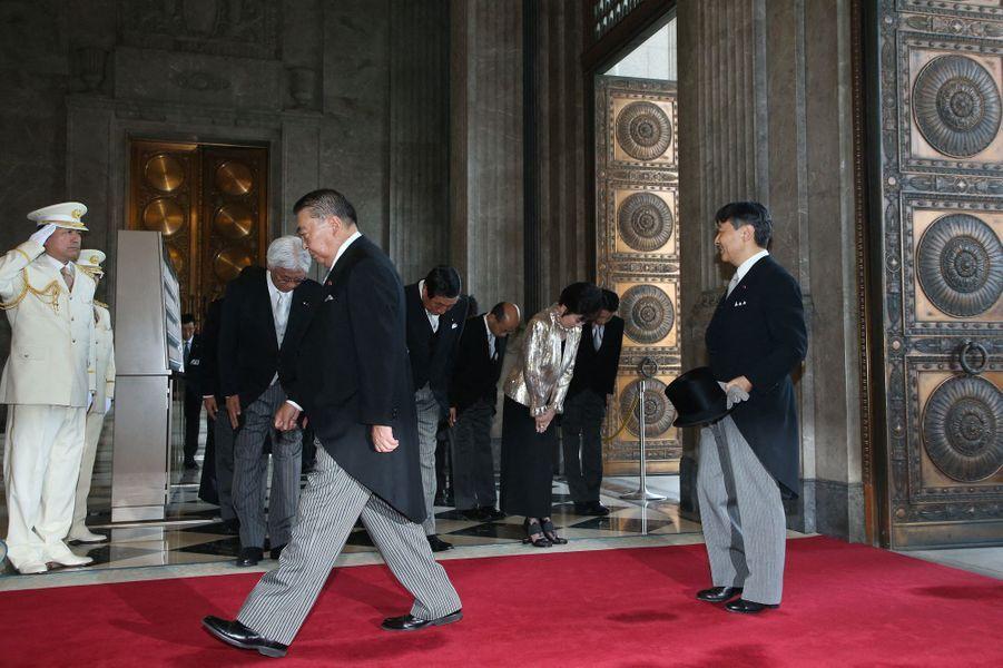 L'empereur Naruhito du Japon arrive au Parlement à Tokyo, le 1er août