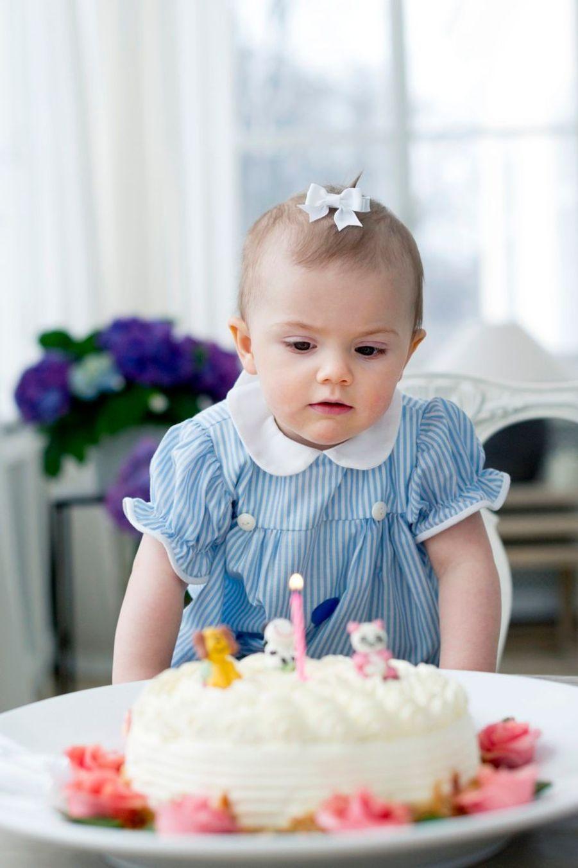 La princesse Estelle de Suède fête son premier anniversaire, en 2013