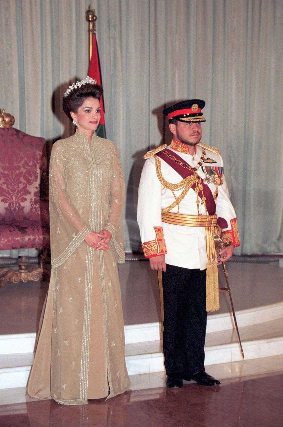 La reine Rania et le roi Abdallah II de Jordanie à Amman, le jour de l'intronisation du roi, le 9 juin 1999
