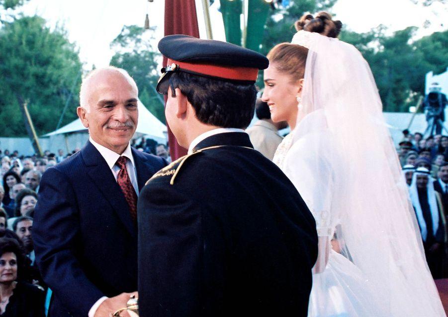 Rania Al-Yassin et le prince Abdallah de Jordanie, le 10 juin 1993, avec le roi Hussein
