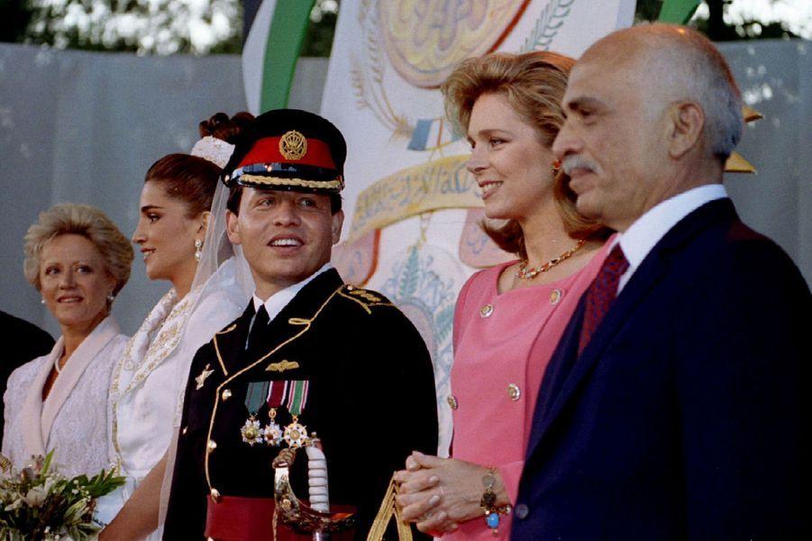 Rania Al-Yassin et le prince Abdallah de Jordanie, le 10 juin 1993, avec le roi Hussein, la reine Noor et la princesse Muna