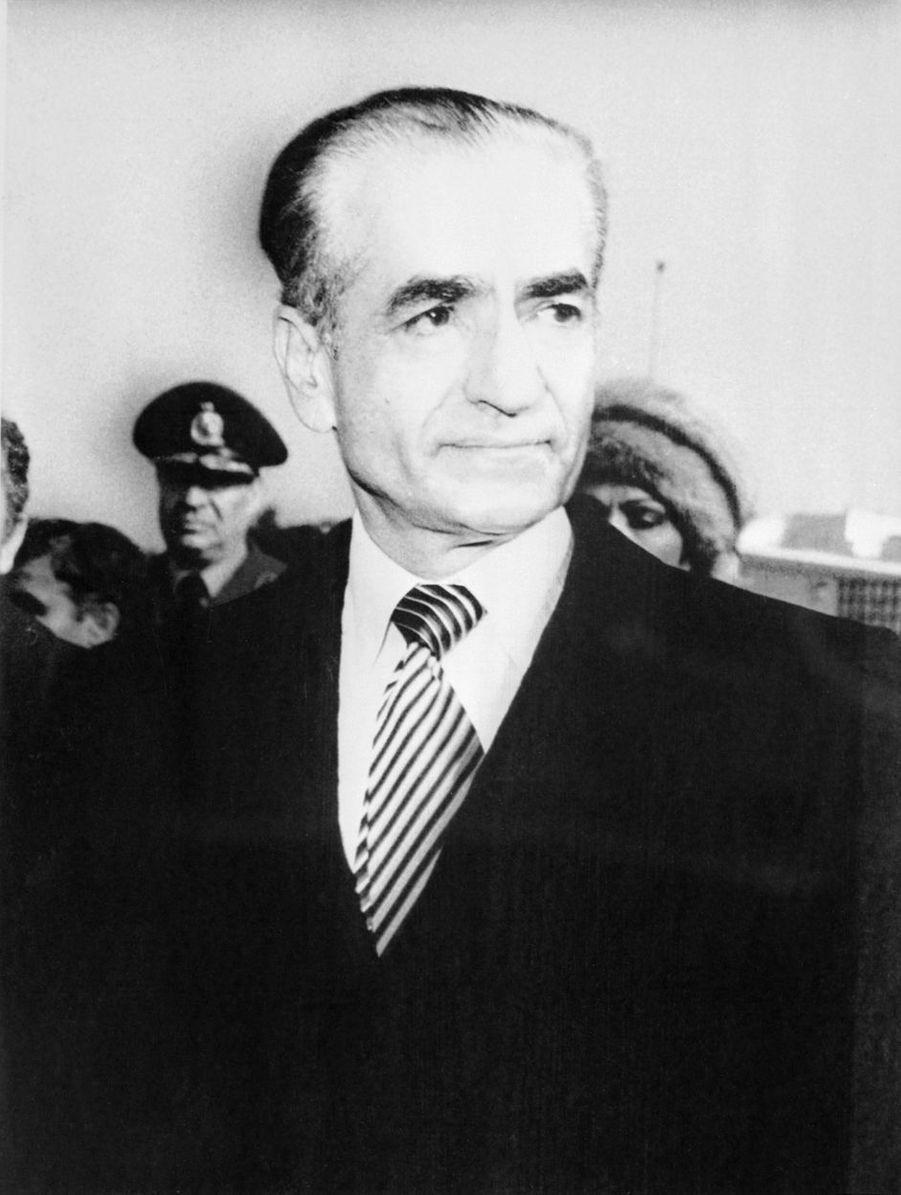 Le chah d'Iran Mohammad Reza Pahlavi, le jour de son départ de Téhéran, le 16 janvier 1979
