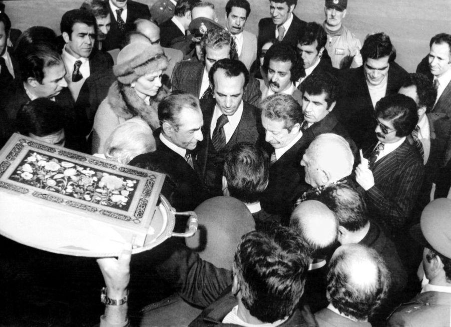 Le chah d'Iran Mohammad Reza Pahlavi et la chahbanou Farah Diba se préparent à partir en exil, le 16 janvier 1979