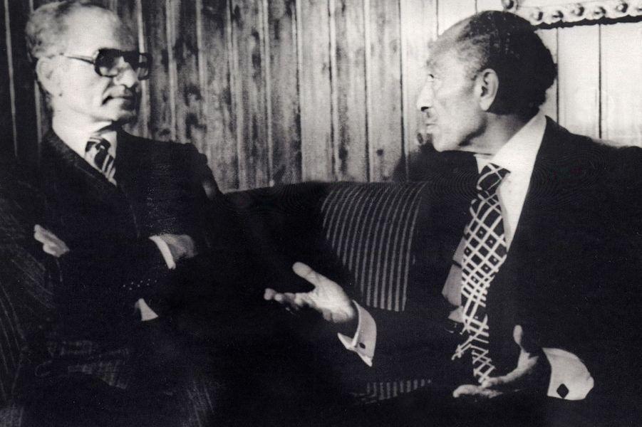 Le chah d'Iran Mohammad Reza Pahlavi avec le président égyptien Anouar El-Sadate à Assouan, le 17 janvier 1979