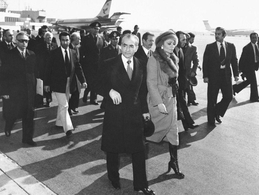 Le chah d'Iran Mohammad Reza Pahlavi et la chahbanou Farah Diba quittent Téhéran, le 16 janvier 1979