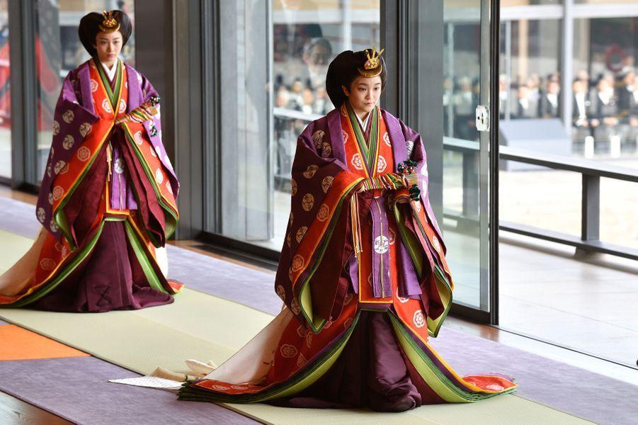 La princesse Mako du Japon suivie de sa soeur la princesse Kako à Tokyo, le 22 octobre 2019