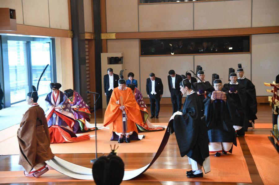 L'empereur Naruhito du Japon, le prince Akishino et les princesses Kiko, Mako et Kako, à Tokyo le 22 octobre 2019