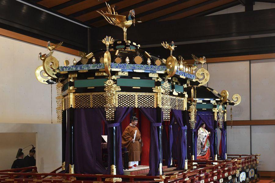 L'empereur Naruhito du Japon et l'impératrice Masako à Tokyo, le 22 octobre 2019