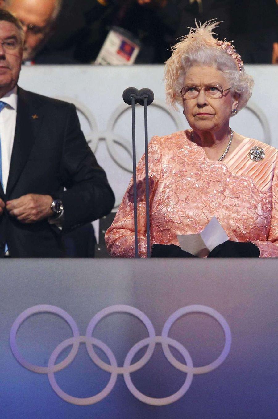 La reine Elizabeth II lors de la cérémonie d'ouverture des JO de Londres, le 28 juillet 2012