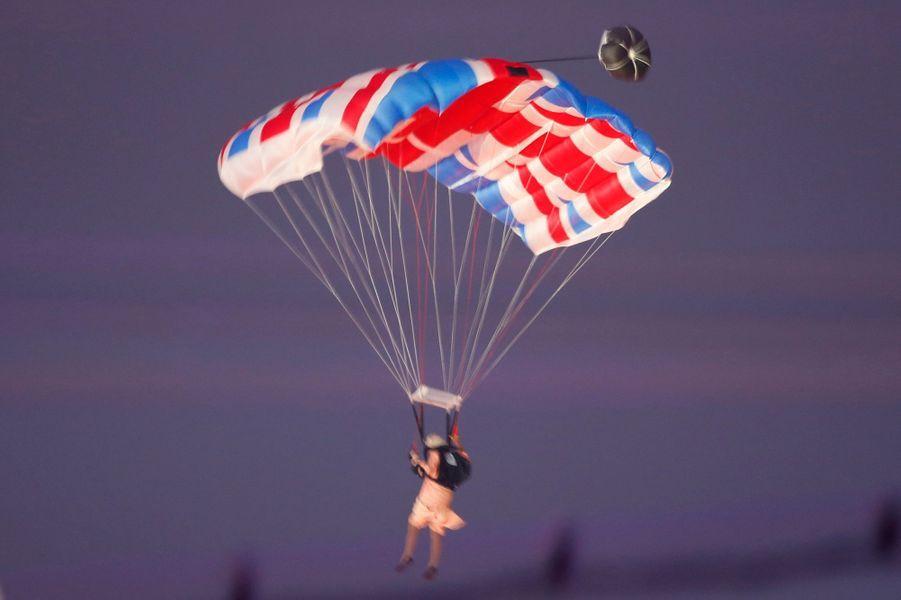 Le mythique saut en parachute de reine Elizabeth II lors de la cérémonie d'ouverture des JO de Londres, le 28 juillet 2012