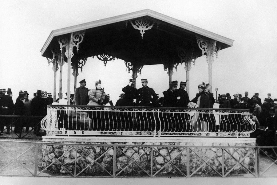 Le roi des Hellènes George I et la famille royale de Grèce lors de la cérémonie d'ouverture des JO d'Athènes, le 8 avril 1896