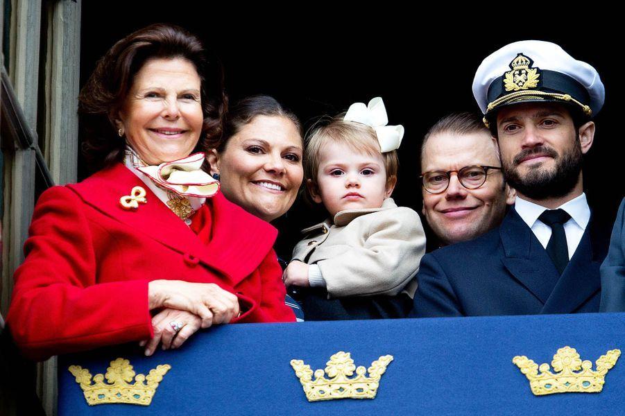 La reine Silvia, sa fille Victoria, Estelle, Daniel et Carl Philip