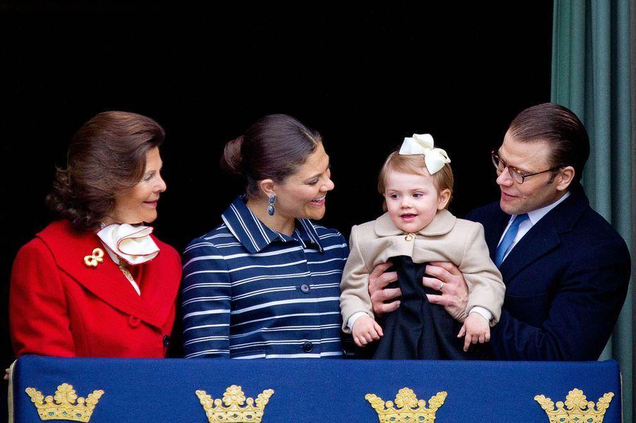 La reine Silvia, sa fille Victoria, Estelle et Daniel