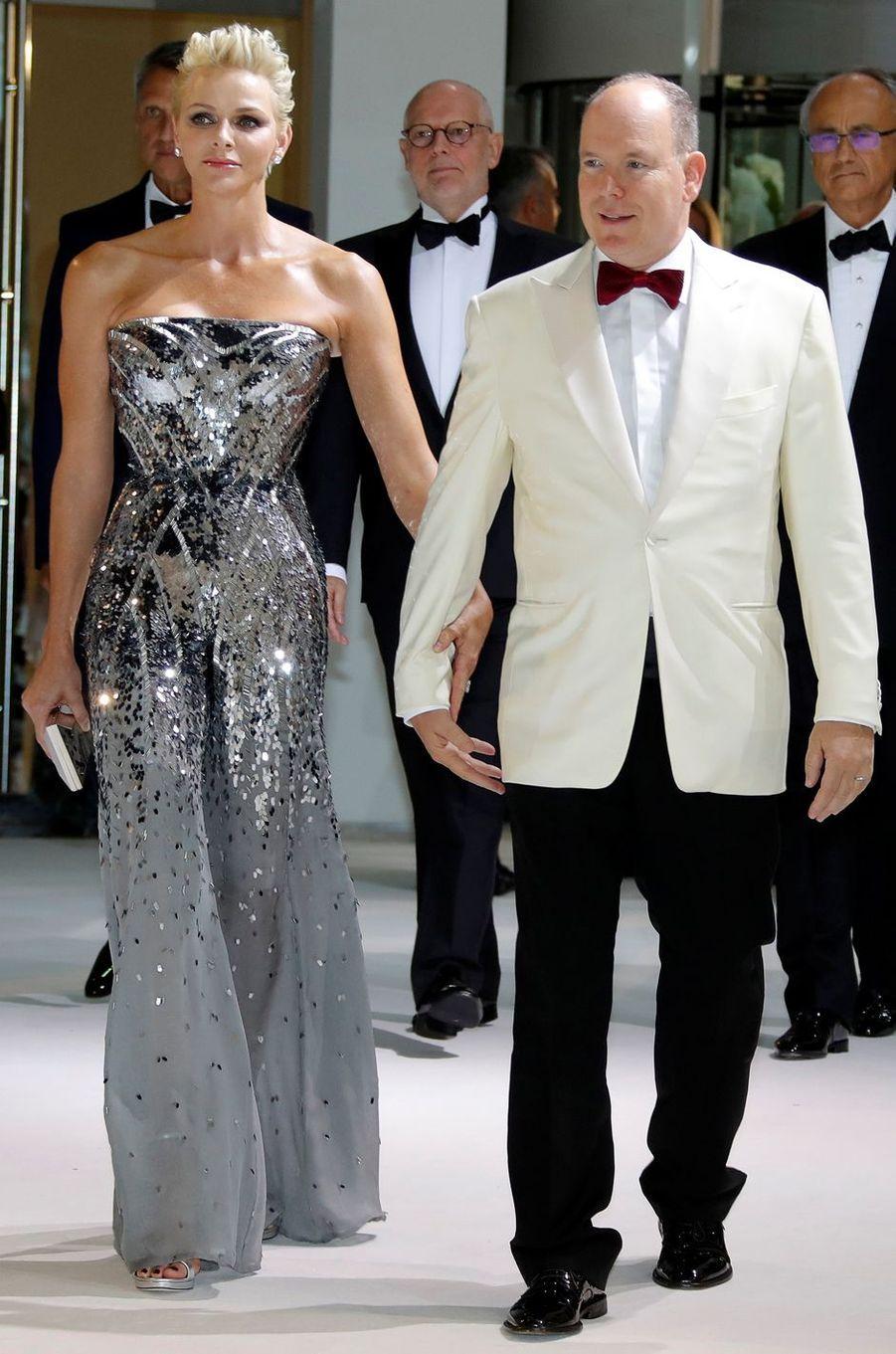 La princesse Charlène de Monaco en Atelier Versace, le 28 juillet 2017