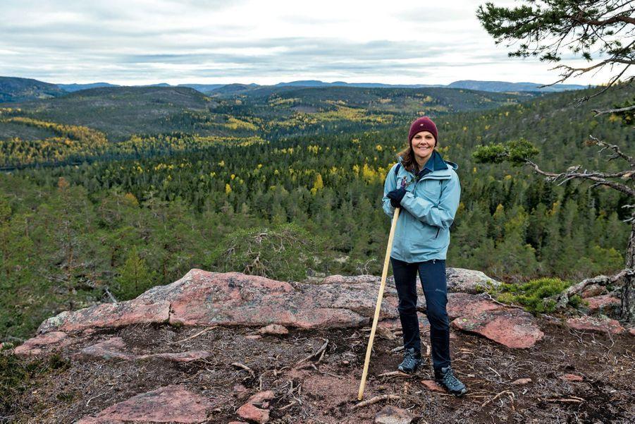 La princesse héritière Victoria de Suède dans le parc national de Skuleskogen.