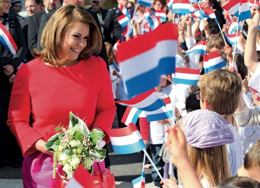 Maria Teresa, grande-duchesse de Luxembourg, dans une école maternelle d'Ell, en juin 2009.