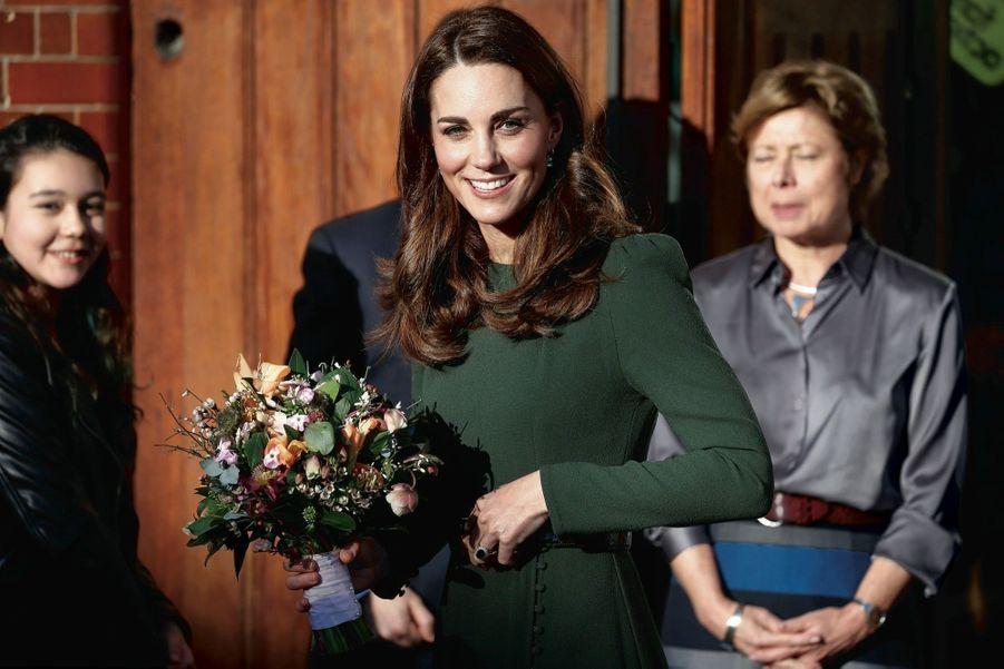 La pionnière. Duchesse de Cambridge, elle est promise au plus ancien trône d'Europe. Kate sera alors la première reine d'Angleterre à être née sans particule.