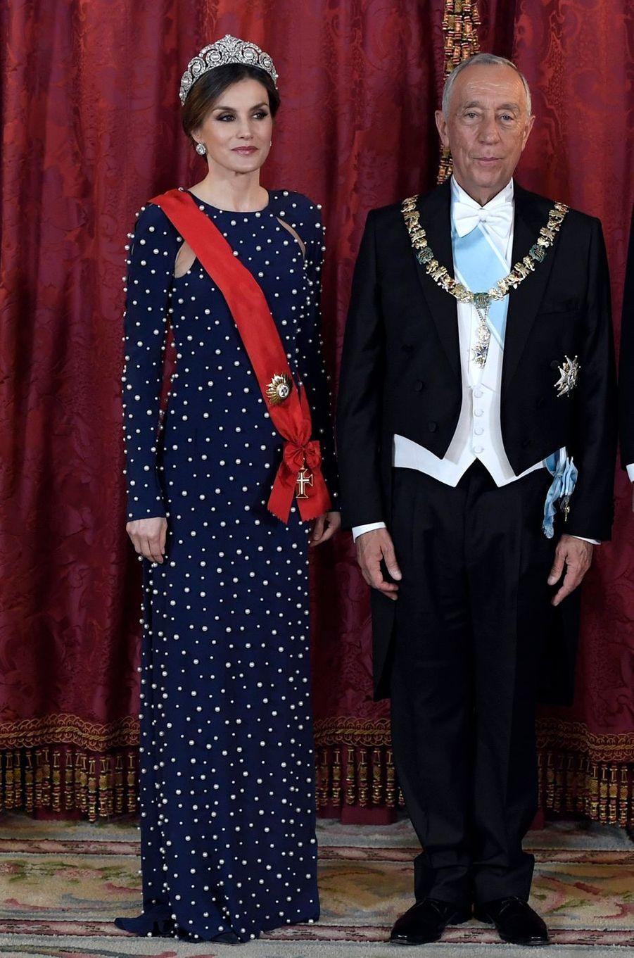 La reine Letizia d'Espagne, dans une robe Ana Locking, le 16 avril 2018
