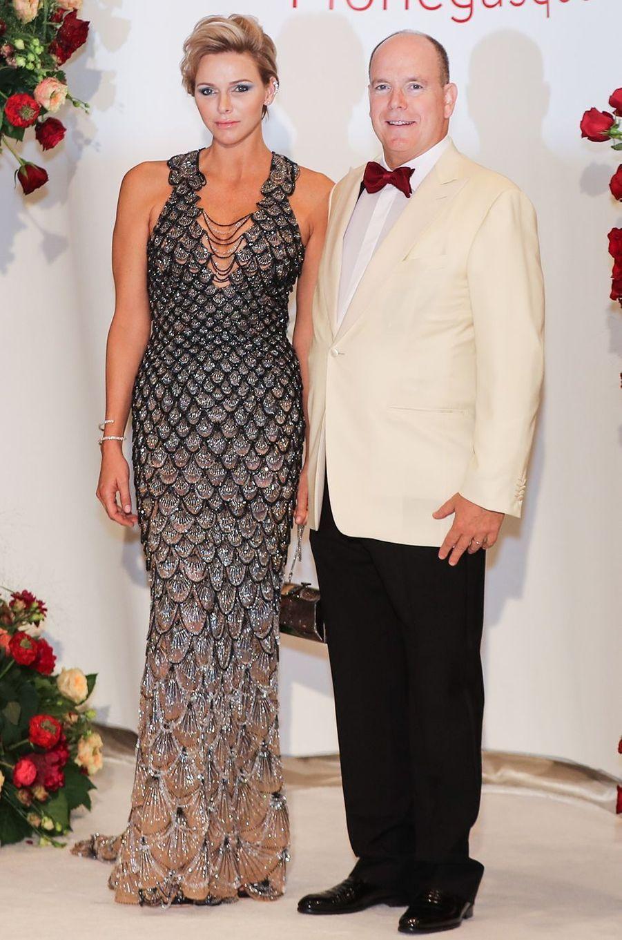 La princesse Charlène de Monaco dans une robe Atelier Versace, le 27 juillet 2018