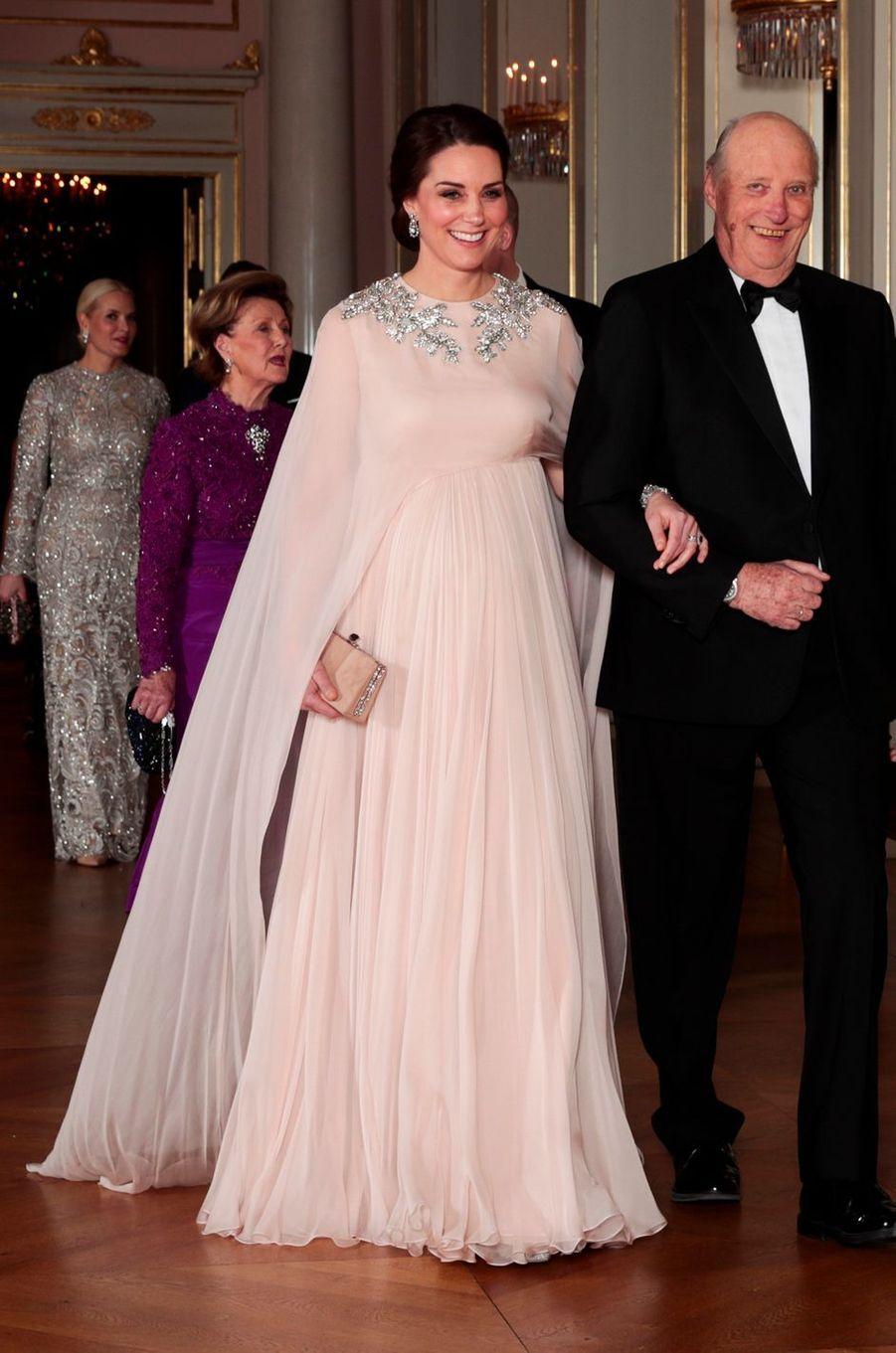 Kate Middleton, la duchesse de Cambridge, dans une robe Alexander McQueen, le 1er février 2018