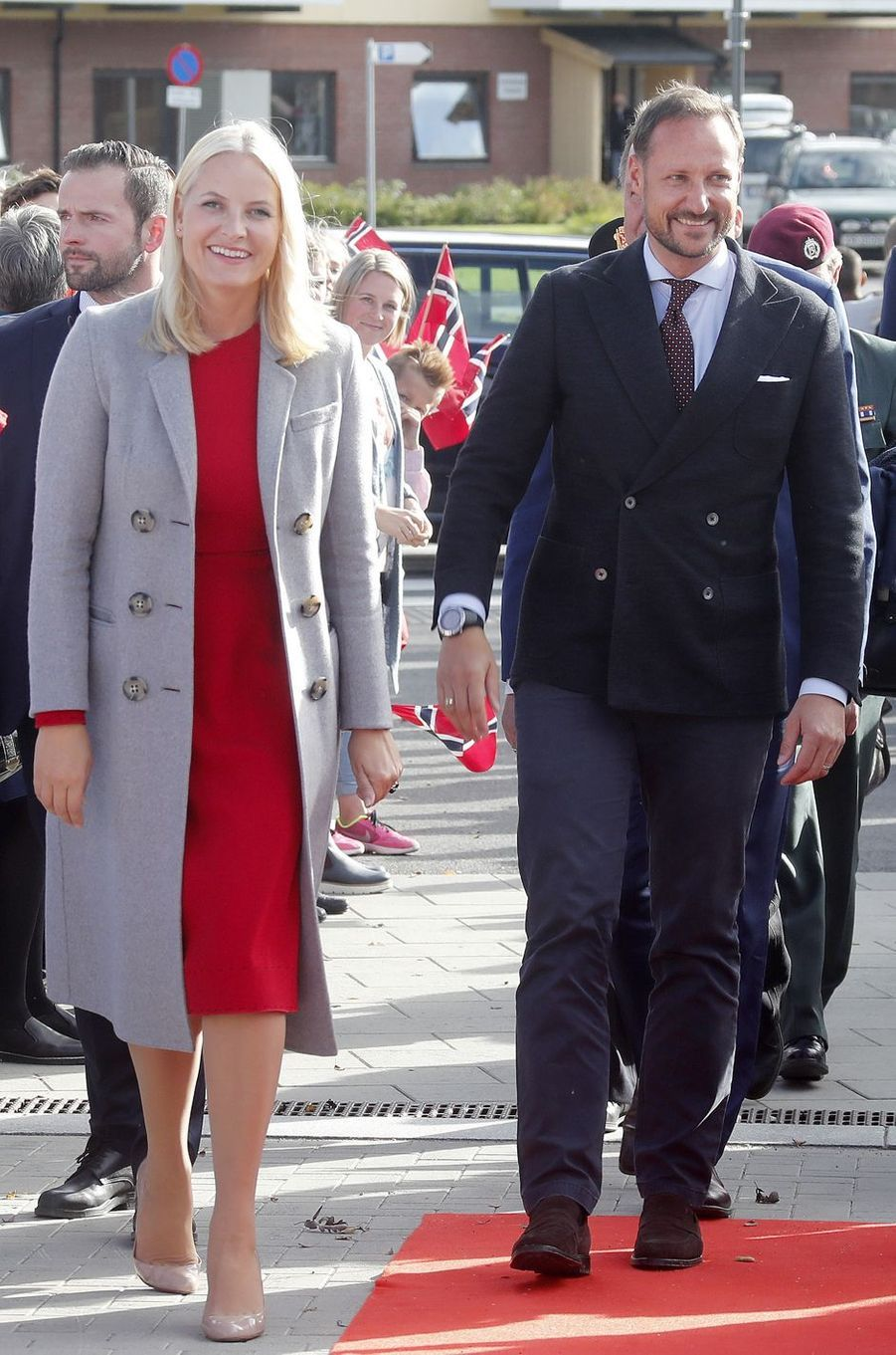 La princesse Mette-Marit de Norvège dans un manteau Burberry, le 20 septembre 2017