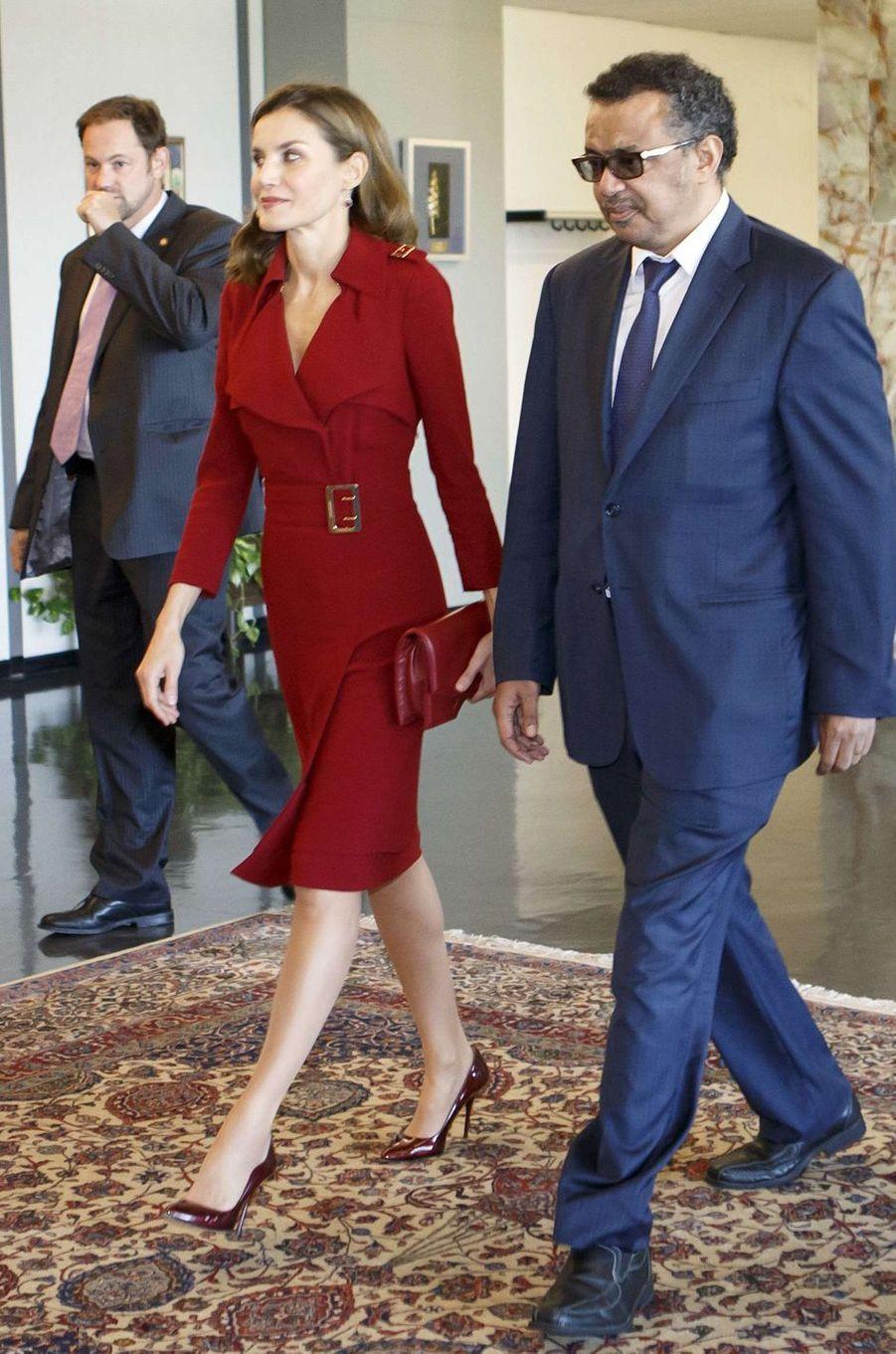 La reine Letizia d'Espagne dans une robe Burberry, le 24 octobre 2017