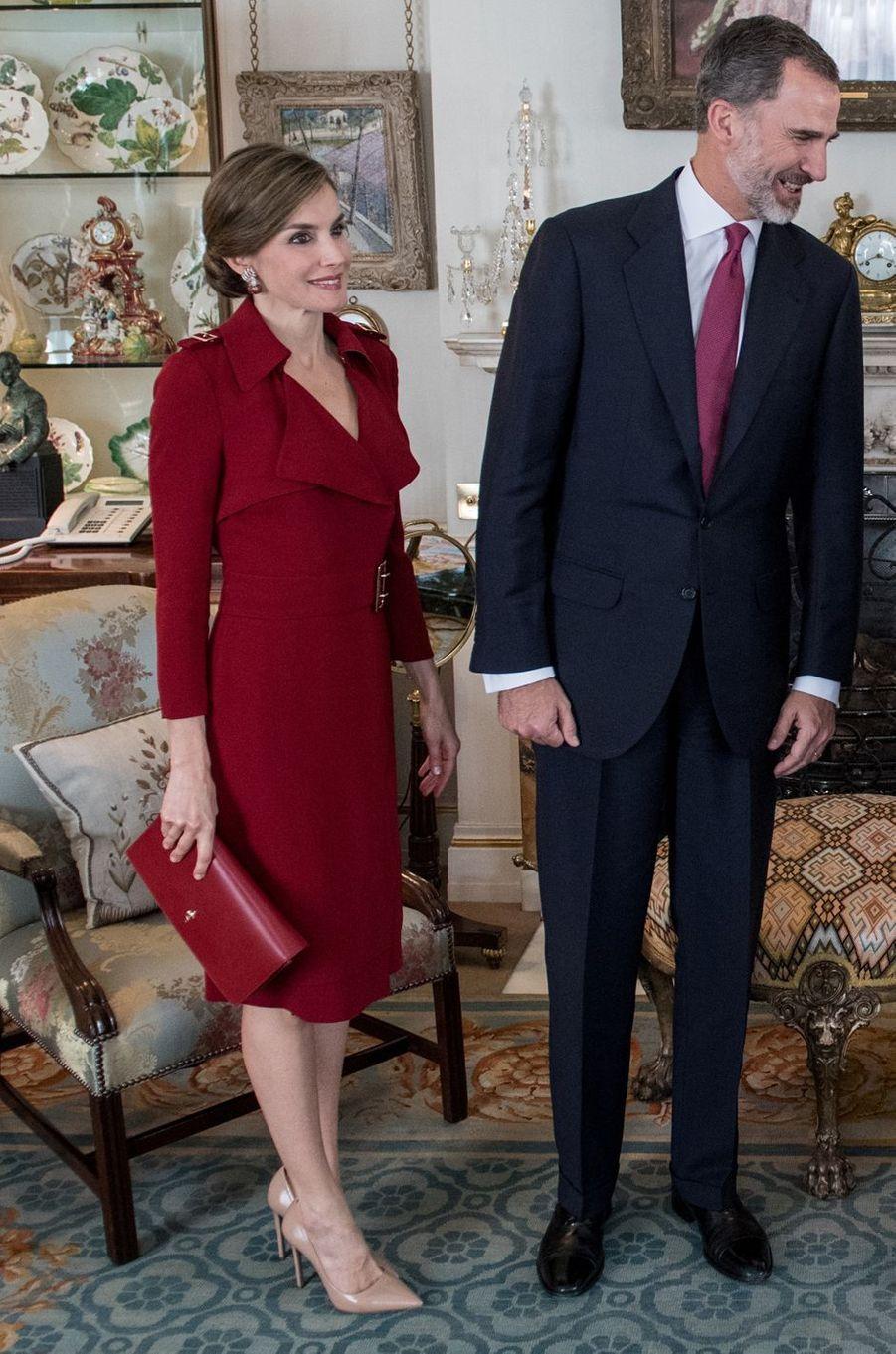 La reine Letizia d'Espagne dans une robe Burberry, le 12 juillet 2017