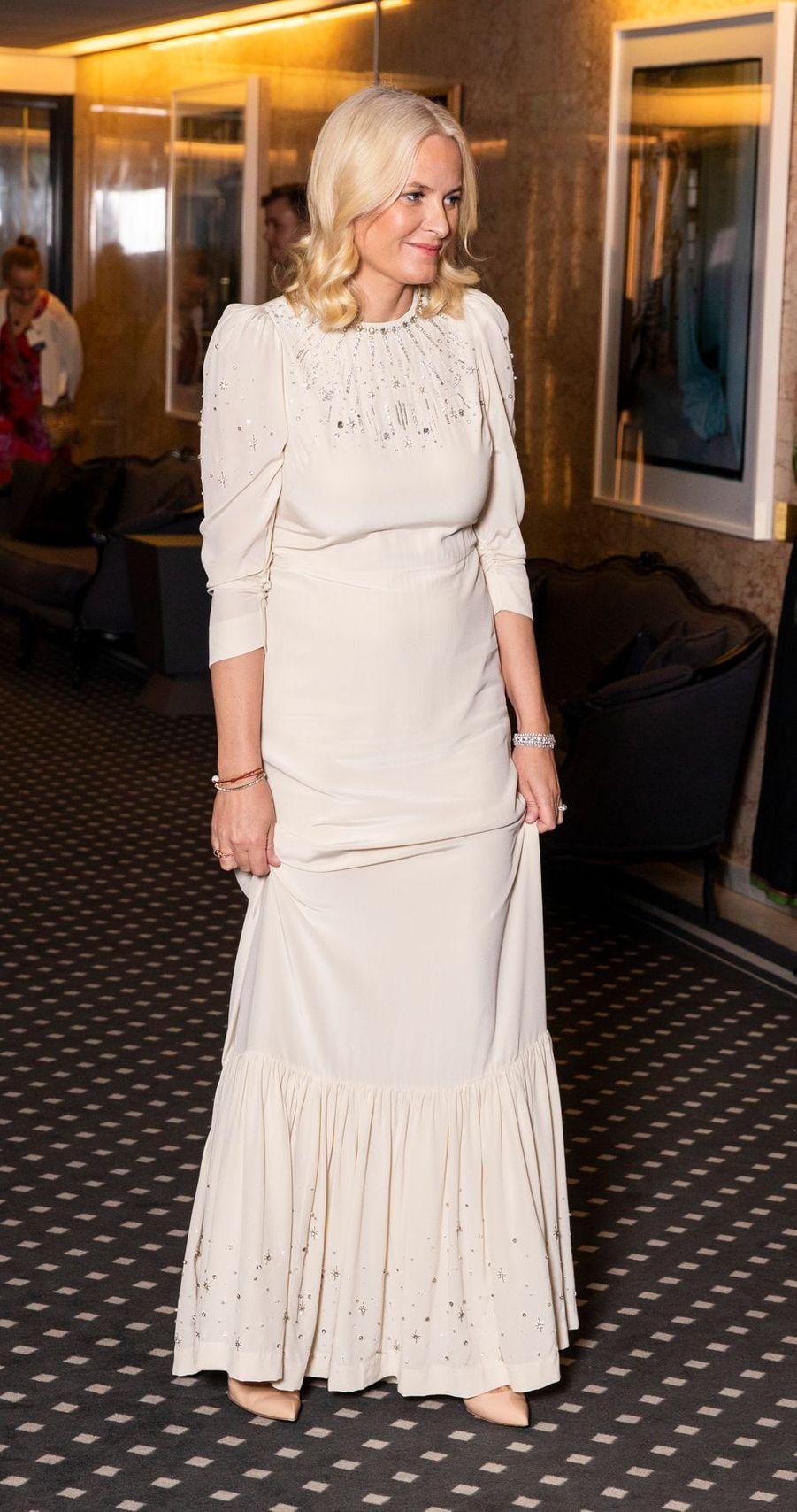 La princesse Mette-Marit de Norvège dans une robe Pia Tjelta, à Oslo le 10 décembre 2019
