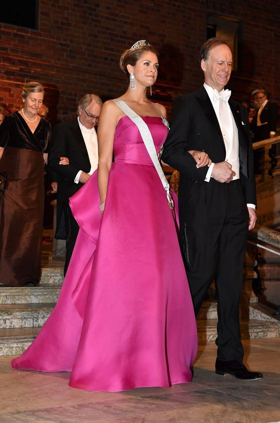 La princesse Madeleine de Suède dans une robe Angel Sanchez, à Stockholm le 10 décembre 2019
