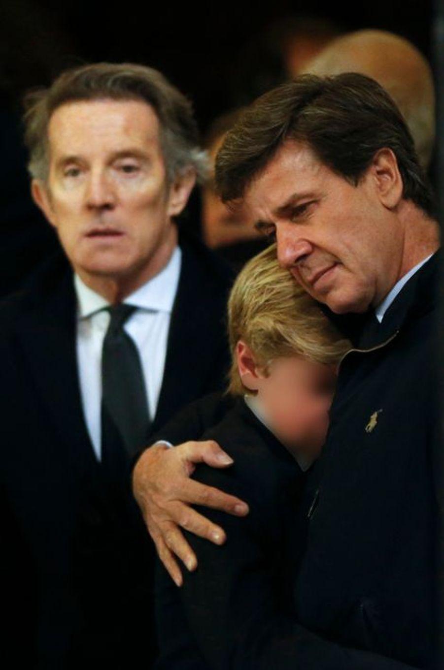 Alfonso Diez avec Cayetano Martinez de Irujo et son fils Luis à la messe d'adieu de Cayetana à Madrid, le 15 décembre 2014