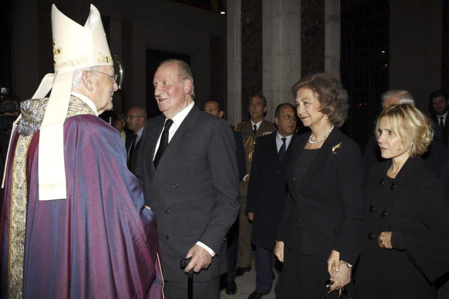 L'ex-roi d'Espagne Juan Carlos et l'ex-reine de Sofia lors de la messe d'adieu de Cayetana à Madrid, le 15 décembre 2014