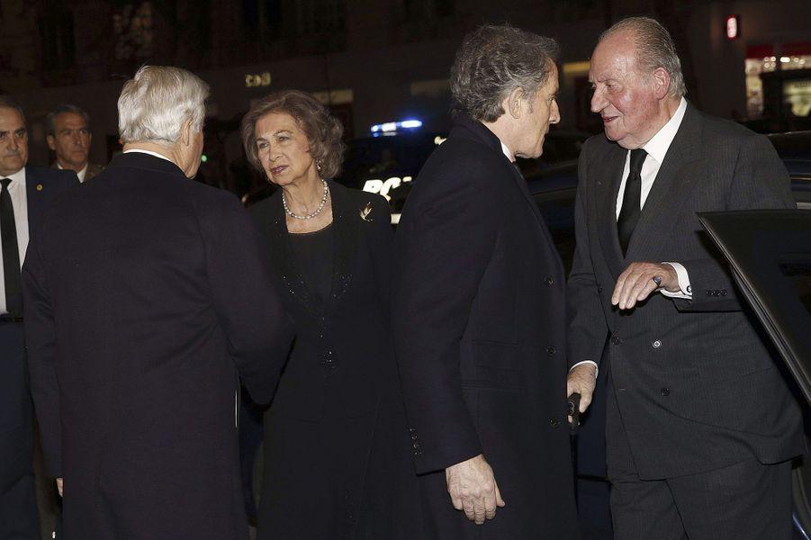 L'ex-roi d'Espagne Juan Carlos et l'ex-reine Sofia avec Carlos Fitz-James Stuart et Alfonso Diez, à Madrid, le 15 décembre 2014