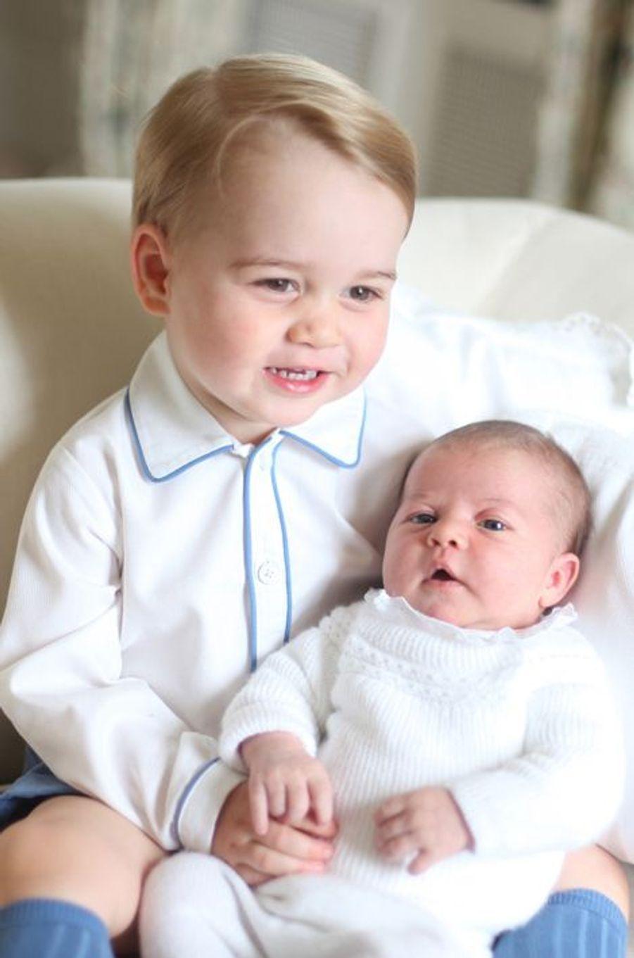 Le prince George et la princesse Charlotte du Royaume-Uni