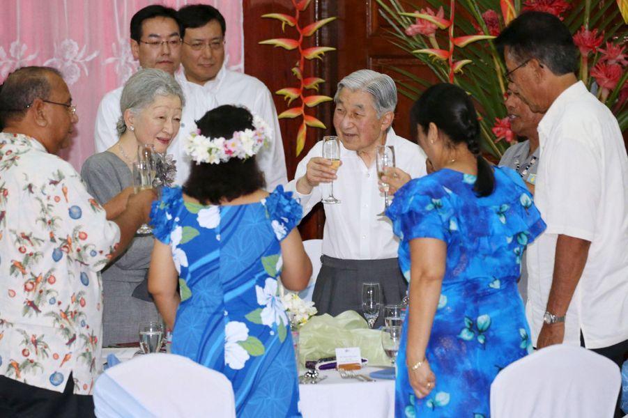 L'emperereur Akihito et l'mpératrice Michiko du Japon au banquet du gouvernement aux Palaos, le 7 avril 2015