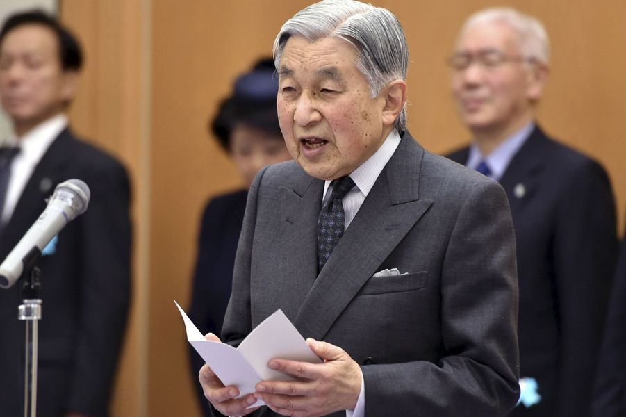 L'empereur Akihito du Japon à l'aéroport de Tokyo-Haneda, le 7 avril 2015