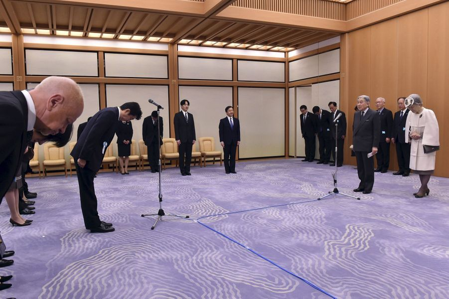 L'empereur Akihito, l'mpératrice Michiko et les princes Naruhito et Akishino du Japon à l'aéroport de Tokyo-Haneda, le 7 avril 2015