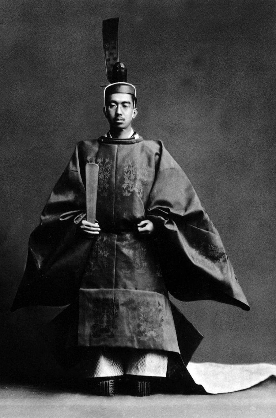 L'empereur Hirohito du Japon, le jour de son couronnement le 25 décembre 1926
