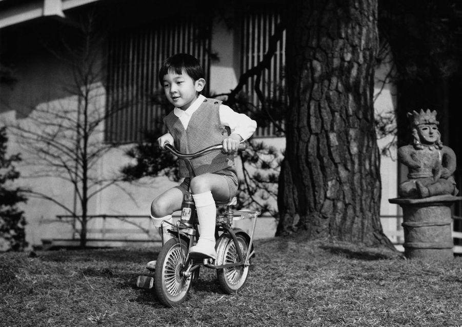 Le prince Naruhito du Japon. Photo diffusée pour ses 5 ans, le 23 février 1965