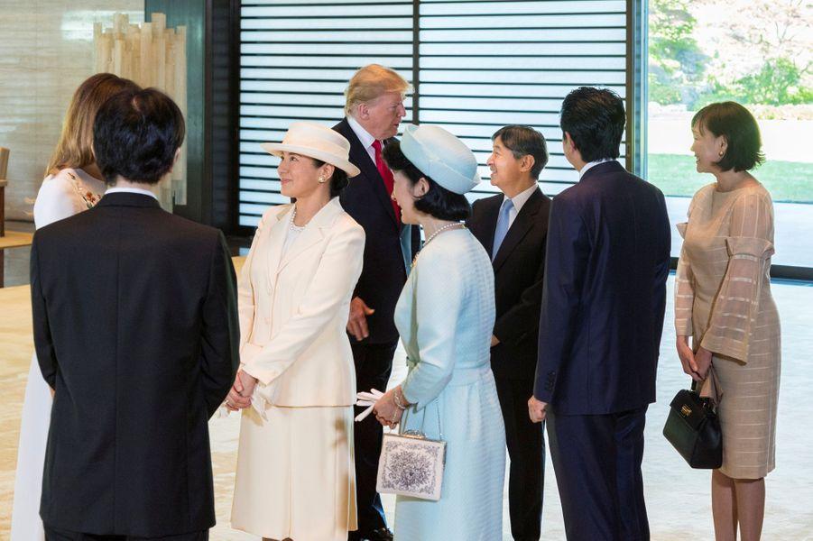 L'impératrice Masako, l'empereur Naruhito du Japon, la princesse Kiko et le prince Akishino avec Donald et Melania Trump à Tokyo, le 27 mai 2019