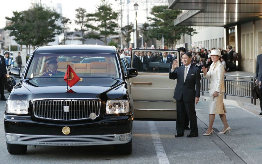 L'empereur Naruhito et l'impératrice Masako du Japon à leur arrivée à Ise, le 21 novembre 2019