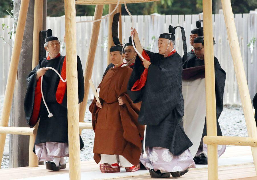 L'empereur Naruhito du Japon au sanctuaire d'Ise, le 22 novembre 2019