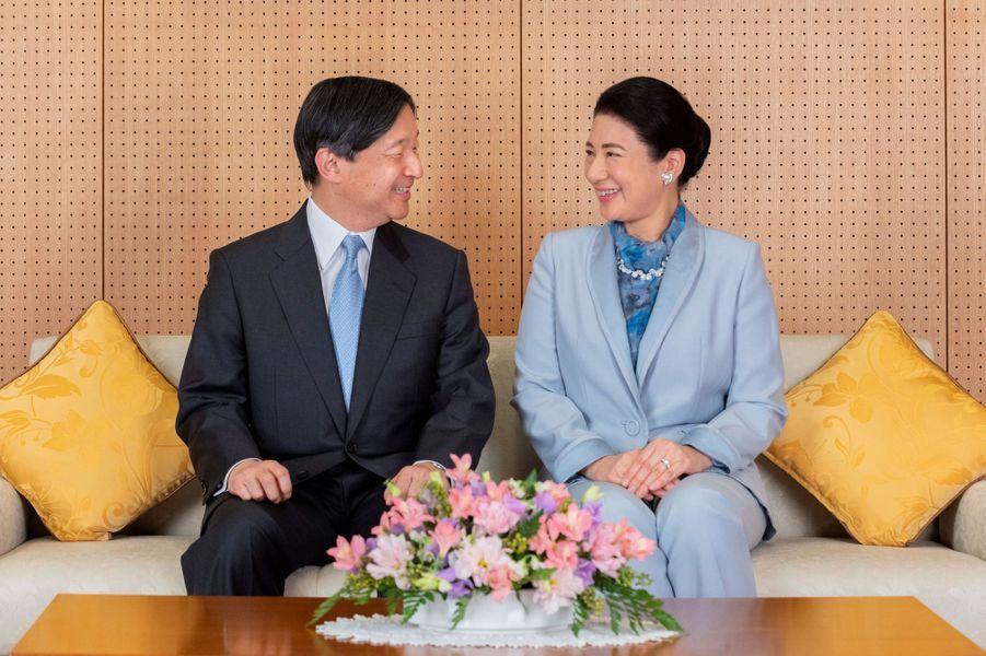L'empereur Naruhito du Japon avec sa femme l'impératrice Masako, à Tokyo le 12 février 2020. L'un des portraits diffusés pour son 60e anniversaire le 23 février 2020