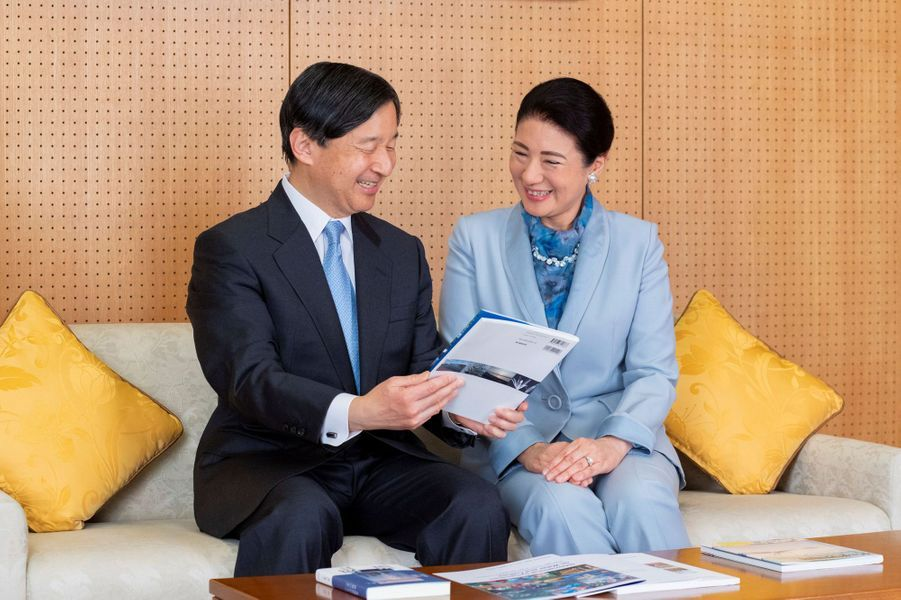 L'empereur Naruhito du Japon avec sa femme l'impératrice Masako, à Tokyo le 12 février 2020. L'un des portraits diffusés le 23 février 2020 pour son 60e anniversaire