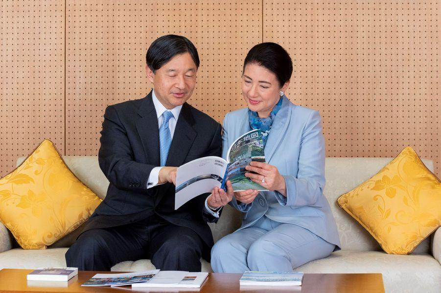 L'empereur Naruhito du Japon avec son épouse l'impératrice Masako, à Tokyo le 12 février 2020. L'un des portraits diffusés le 23 février 2020 pour son 60e anniversaire