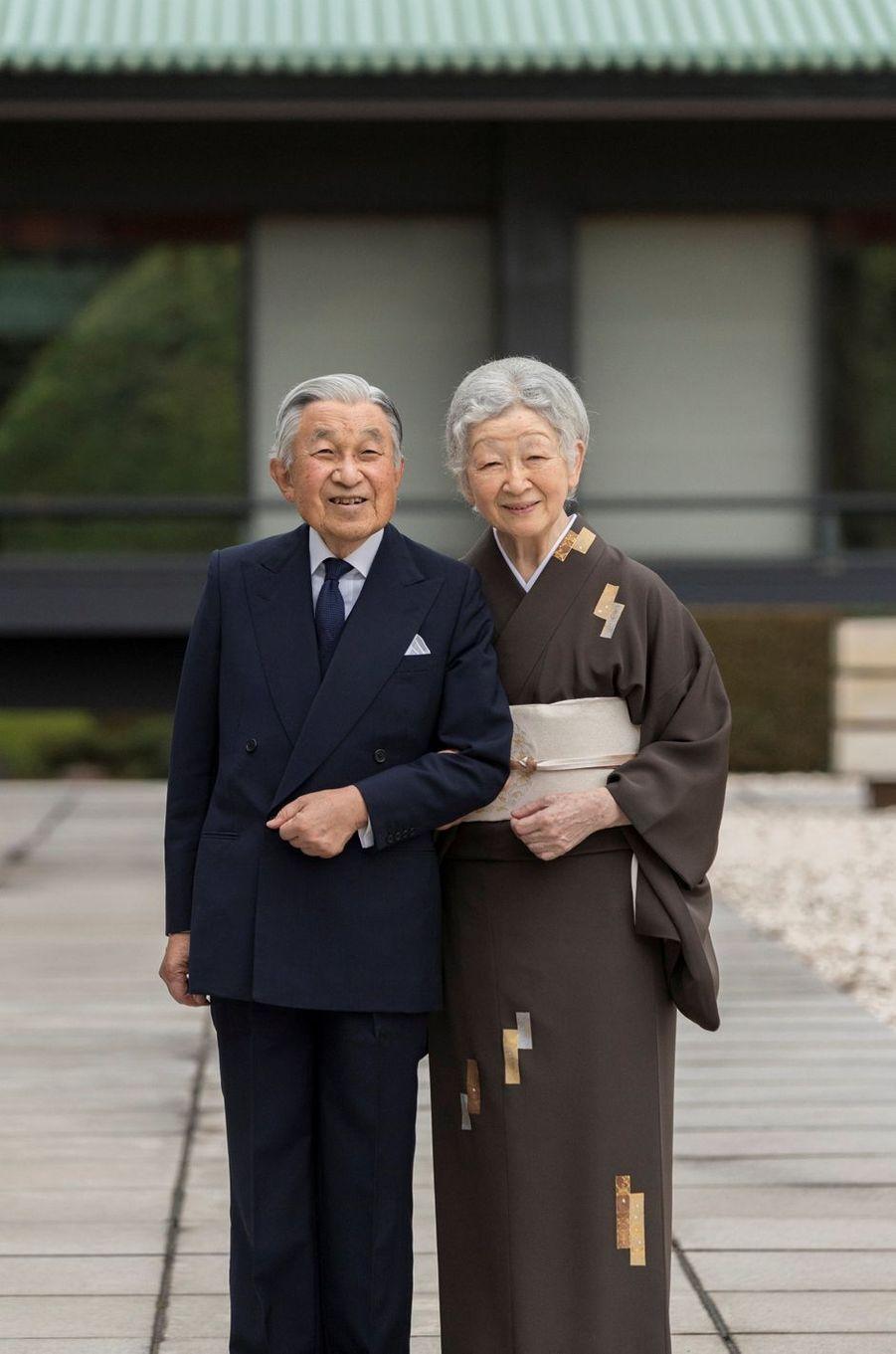 L'impératrice Michiko du Japon avec l'empereur Akihito au Palais impérial à Tokyo, le 12 octobre 2018